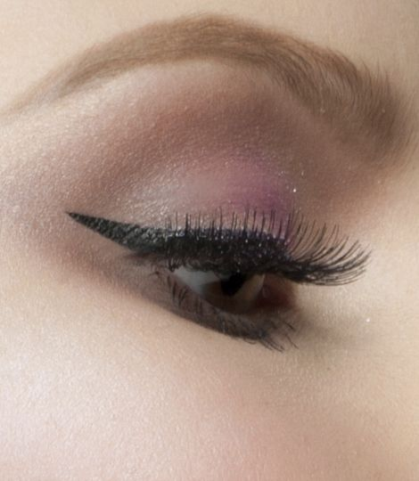 Get the professional precision of the Perfect Stay 24H Precision Eyeliner to add intensity to your look!