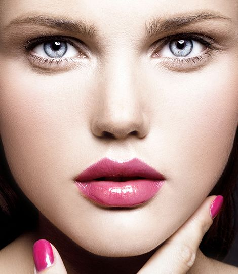 A Pure Color Perfect Blush touch on your cheeks and it's an instantly looking-good appearance!
